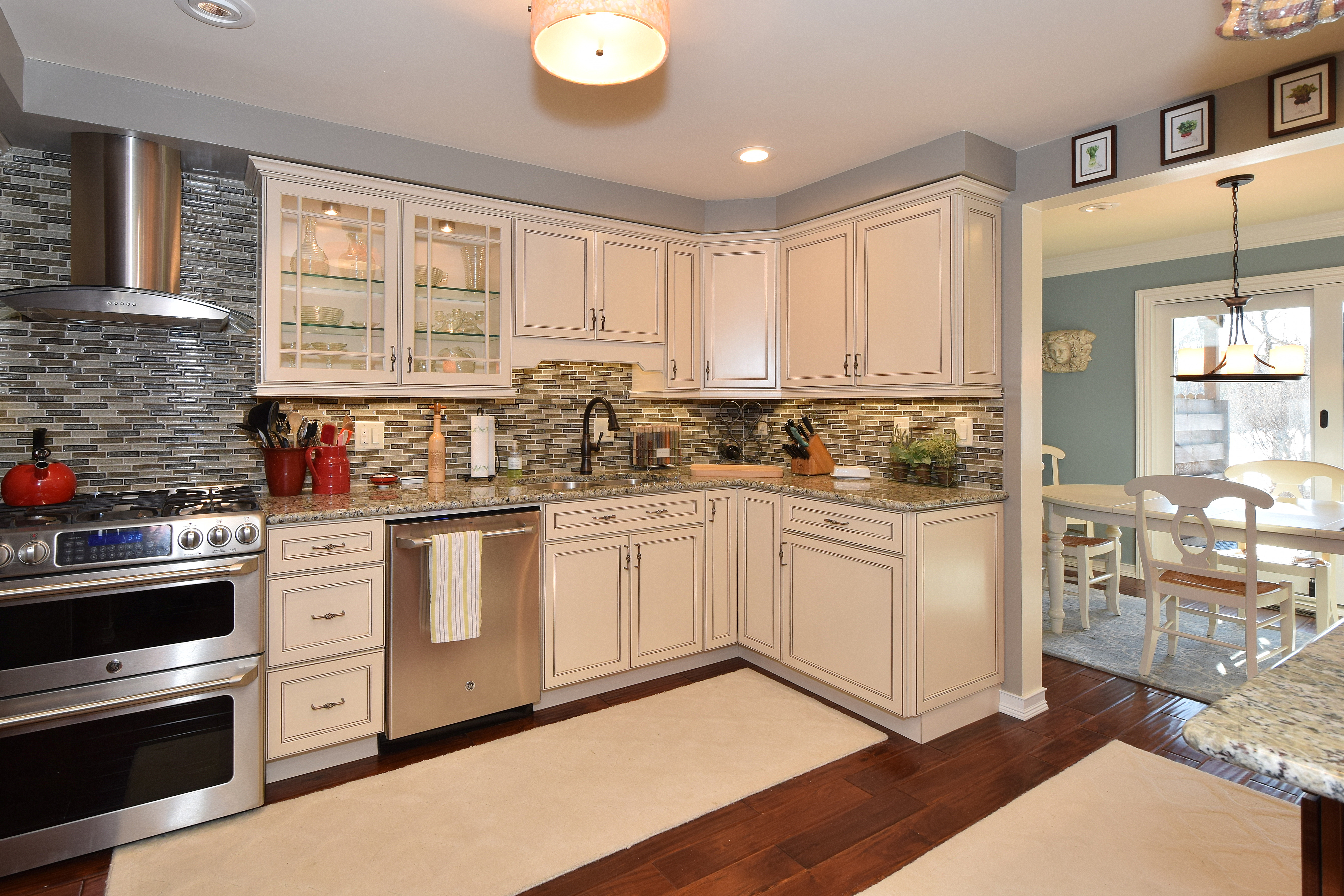 Colony farm condo renovation transformation bake real estate for Beach condo kitchen ideas